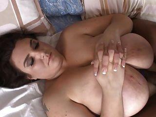 सफेद bluse विशाल BBW वसा स्तन बीबीसी से गड़बड़