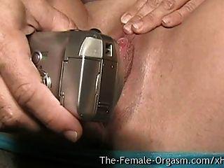 बड़े स्तन और मांसल गीला बिल्ली Masturbating सेल्फी साथ एमआईएलए