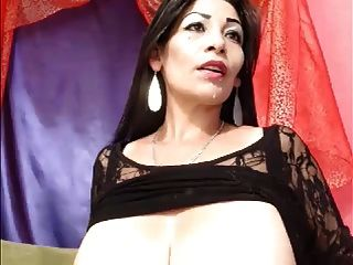 वेबकैम पर बड़े स्तन दूधिया