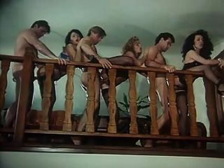 क्रिस्टोफर क्लार्क के साथ रेट्रो नंगा नाच