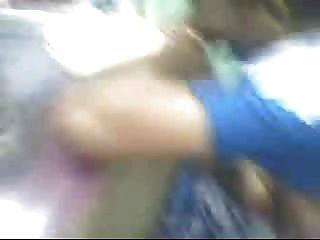 तमिल चाची स्तन दुकान के मालिक द्वारा दबाया