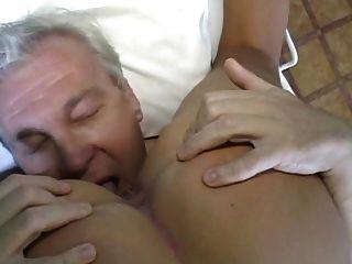 भव्य गोरा नर्स - पुराने पुरुष रोगी उपचार