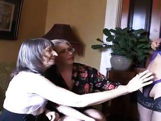 दो गर्म grannies और Ladyboy