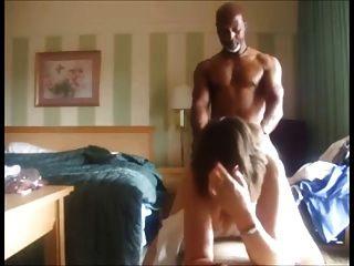 Cuckolding पत्नी बीबीसी द्वारा गड़बड़ और अपने पति के लिए यह फिल्माने
