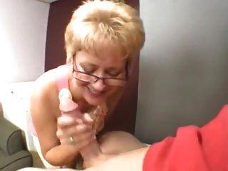 सेक्सी दादी युवा मुर्गा बेकार है