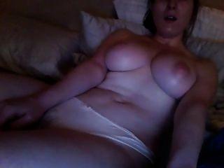 अश्लील देख रहा है और हस्तमैथुन