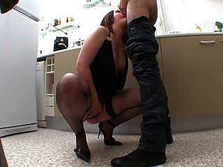एली एसई branle tout le temps!enorme besoin de sexe!