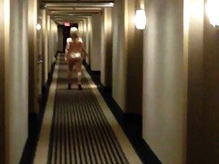 सुडौल पत्नी होटल दालान में नग्न