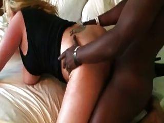 बीबीसी licks गोरा फुहार और कमिंग fucks