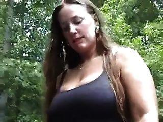 bodysuit Teases में बीबीडब्ल्यू।महान स्तन!