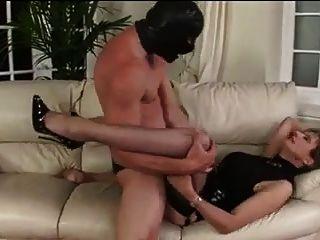 ट्राफी पत्नी एक वेश्या की तरह इस्तेमाल किया