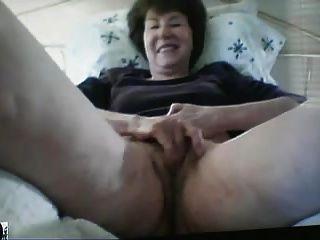 वेब कैम पर दादी