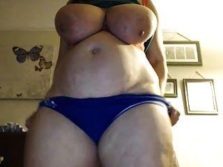 परिपक्व बीबीडब्ल्यू बहुत भारी स्तन