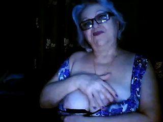 रूस नानी पूर्व शिक्षक वेबकैम पर उसके बड़े स्तन चमकती