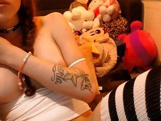 बड़े स्तन के साथ tranny मुंडा मुर्गा और बड़े गेंदों के साथ खेलता है