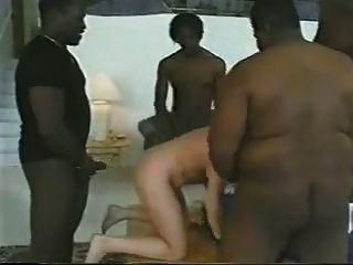 गोरा औरत 4 BBCs द्वारा उठाए गए।Cuck पति सफाई करता है