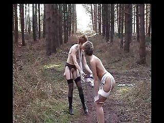 सारा और जेड जंगल में पट्टी