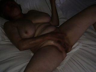 माँ MarieRocks से होटल अश्लील करने के लिए हस्तमैथुन देख रहा है