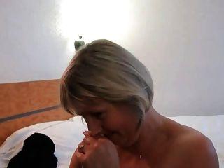 फ्रेंच नेल्ली उसके पति के सामने analfucked परिपक्व