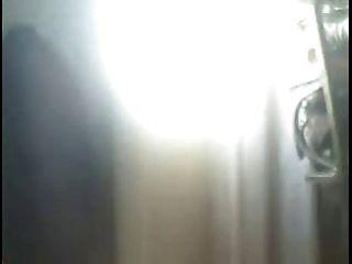 कैम शो - एक विशाल, मोटी clit दिखा milf