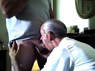 सेवानिवृत्त पुलिस वाले एक blowjob हो जाता है