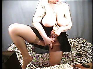 फिर बड़े स्तन दादी
