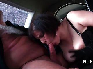 सेक्सी बीबीडब्ल्यू फ्रेंच परिपक्व हार्ड गुदा एक लिमो में गड़बड़