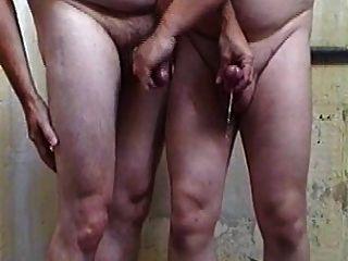 अच्छा दृश्य, दो लोग एक दूसरे wanking मुर्गा