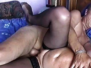 मोज़ा में कमबख्त परिपक्व महिला