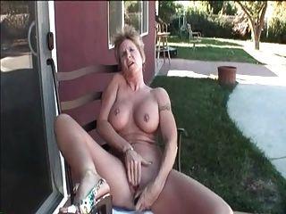मेरी सेक्सी भेदी छेदा निपल्स और बिल्ली सेक्स के साथ नानी
