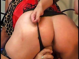 बड़े स्तन के साथ पुराने माँ युवा जोड़े के साथ fucks