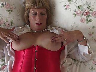 कामुक ब्रिटिश मोटा दादी बहुत गंदा हो रही