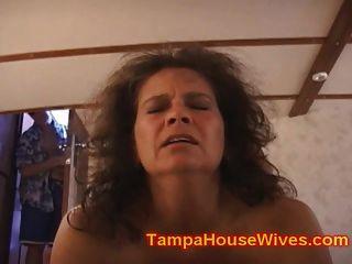 दो पत्नियों एमआईएलए गड़बड़ है, जबकि पति घड़ी