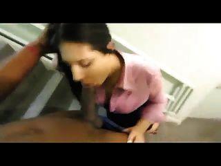 बीबीडब्ल्यू सीढ़ियों में एक काला डिक बेकार