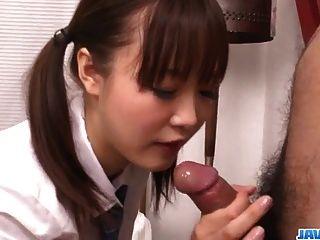 Momoka रिन एक गर्म सौंदर्य यह है कि कठोर सेक्स के लिए craves है