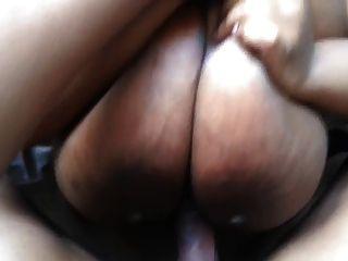अधिक titty कमबख्त