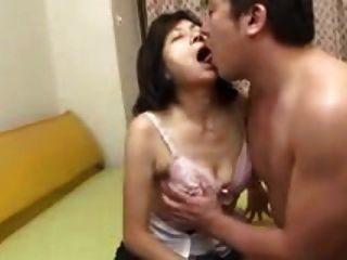 जापानी माँ निगल और squirts बेकार
