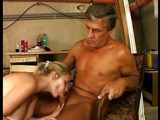 प्यारा विशाल स्तन गोरा बड़े आदमी से कोयलाझोंक का कमरा में गड़बड़