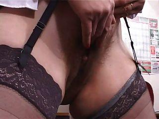 बड़े स्तन बालों वाली परिपक्व शिक्षक हस्तमैथुन pt1