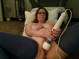बड़े स्तन के साथ महिला cums