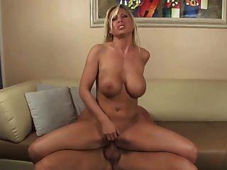 गोरा बड़े स्तन और बिग बट गर्म महान fucks