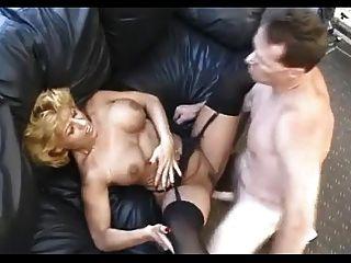 काले मोज़ा में सेक्सी परिपक्व fucks कार्यालय पुरुष