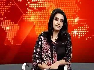 जीभ की पाकिस्तानी समाचार कॉस्टर पर्ची