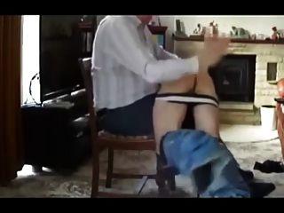 spanks पिताजी और अपने कुतिया बोई अच्छा नस्लों