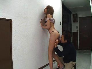 जापानी लड़की गुदा आनंद मिलता है