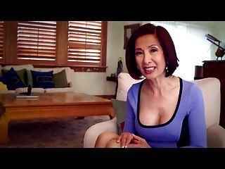 64 वर्षीय एमआईएलए Kim Anh गुदा सेक्स के बारे में बात करती है