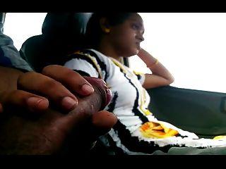 लड़की कार में बीएफ मुर्गा चमकता