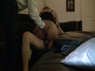 युवा प्रेमी के साथ शादी की पत्नी बकवास