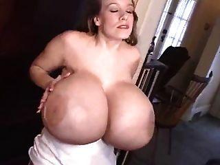 पागल विशाल नकली स्तन