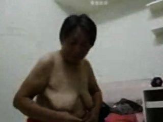 एशियाई दादी सेक्स के बाद तैयार हो जाओ
